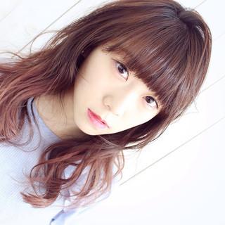 グラデーションカラー 前髪パッツン ガーリー 巻き髪 ヘアスタイルや髪型の写真・画像
