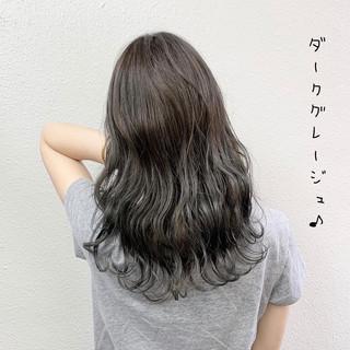 暗髪 ミルクティーベージュ ロング ミルクティー ヘアスタイルや髪型の写真・画像