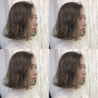 アッシュベージュ ハイライト ボブ ナチュラル ヘアスタイルや髪型の写真・画像