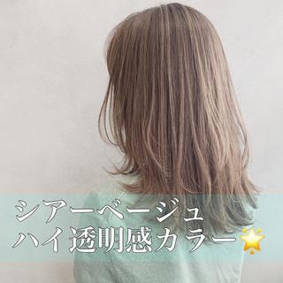 ベージュ ハイトーン ミルクティーベージュ セミロング ヘアスタイルや髪型の写真・画像