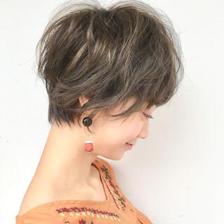 パーマ デート オフィス ショート ヘアスタイルや髪型の写真・画像