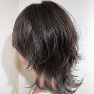 ウルフカット シルバーアッシュ モード コントラストハイライト ヘアスタイルや髪型の写真・画像