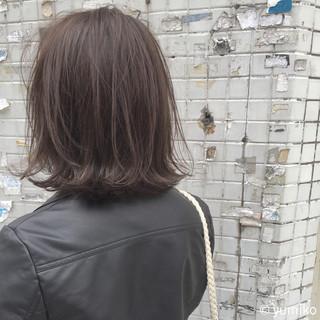 ブリーチ ストリート グレー 外ハネ ヘアスタイルや髪型の写真・画像 ヘアスタイルや髪型の写真・画像