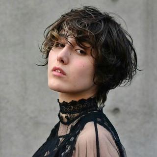 外国人風 ショート ハイライト モード ヘアスタイルや髪型の写真・画像