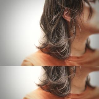 エレガント 大人ヘアスタイル ミディアム グレージュ ヘアスタイルや髪型の写真・画像