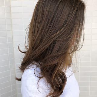 レイヤーカット フェミニン ミルクティーグレージュ スウィングレイヤー ヘアスタイルや髪型の写真・画像 ヘアスタイルや髪型の写真・画像