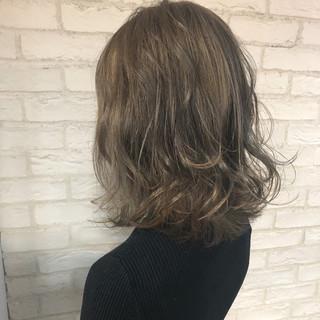 インナーカラー ハイライト ナチュラル グレージュ ヘアスタイルや髪型の写真・画像