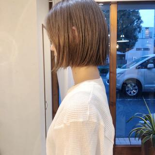 アンニュイほつれヘア 大人カジュアル ボブ ハイトーンカラー ヘアスタイルや髪型の写真・画像