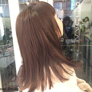 ミディアム ミルクティー ベージュ ストレート ヘアスタイルや髪型の写真・画像