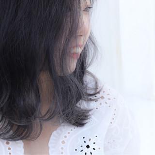 ダブルカラー ミディアム ブリーチ ストリート ヘアスタイルや髪型の写真・画像