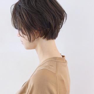 簡単 ショート フェミニン グレージュ ヘアスタイルや髪型の写真・画像
