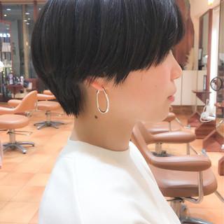横顔美人 イルミナカラー ショート オフィス ヘアスタイルや髪型の写真・画像
