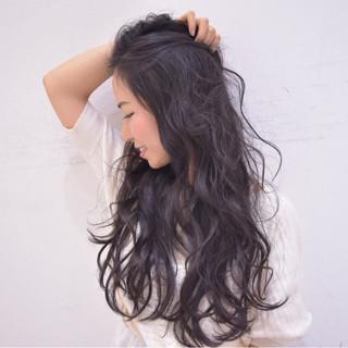 ゆるふわ ナチュラル 黒髪 波ウェーブ ヘアスタイルや髪型の写真・画像