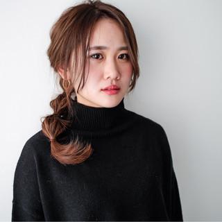 フェミニン ハーフアップ ナチュラル セミロング ヘアスタイルや髪型の写真・画像