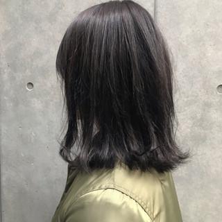 ミディアム ナチュラル グレー オフィス ヘアスタイルや髪型の写真・画像