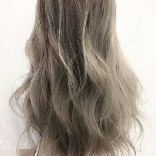 外国人風 黒髪 グラデーションカラー アッシュ ヘアスタイルや髪型の写真・画像