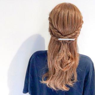 デート セミロング 簡単ヘアアレンジ フェミニン ヘアスタイルや髪型の写真・画像