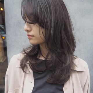 レイヤーカット セミロング オフィス ナチュラル ヘアスタイルや髪型の写真・画像