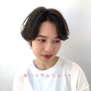 デート ハンサムショート 透明感カラー 暗髪 ヘアスタイルや髪型の写真・画像