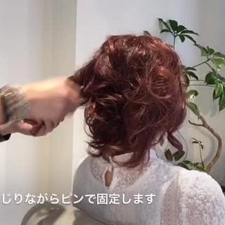 ねじり 大人かわいい ルーズ フェミニン ヘアスタイルや髪型の写真・画像
