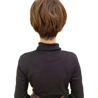 オフィス ショート ナチュラル パーマ ヘアスタイルや髪型の写真・画像