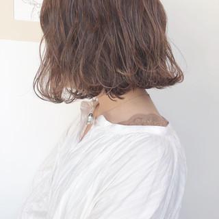ボブ ナチュラル ミルクティーベージュ アンニュイほつれヘア ヘアスタイルや髪型の写真・画像