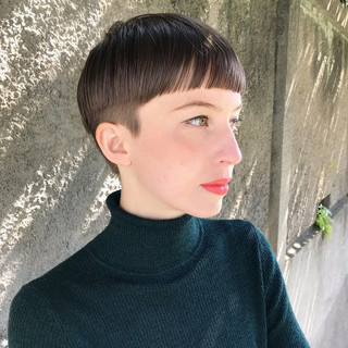 ショート 刈り上げ女子 ショートバング 抜け感 ヘアスタイルや髪型の写真・画像