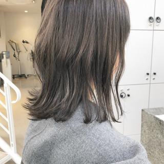 シアーベージュ 透明感 セミロング 切りっぱなしボブ ヘアスタイルや髪型の写真・画像