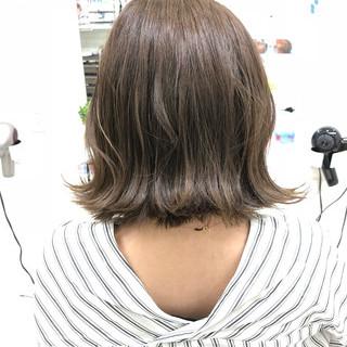 グレージュ フェミニン ハイライト アウトドア ヘアスタイルや髪型の写真・画像