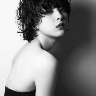 黒髪 色気 モード ウルフカット ヘアスタイルや髪型の写真・画像