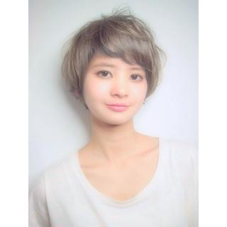 オン眉 ダブルカラー ショート ショートボブ ヘアスタイルや髪型の写真・画像