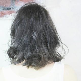 ナチュラル 大人かわいい 外ハネ アッシュグレー ヘアスタイルや髪型の写真・画像