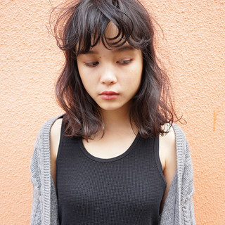 抜け感 くせ毛風 ミディアム ストリート ヘアスタイルや髪型の写真・画像