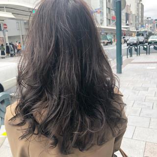 ナチュラル ヘアアレンジ アンニュイほつれヘア アッシュベージュ ヘアスタイルや髪型の写真・画像