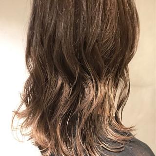 ストリート ヌーディベージュ 秋 アッシュベージュ ヘアスタイルや髪型の写真・画像