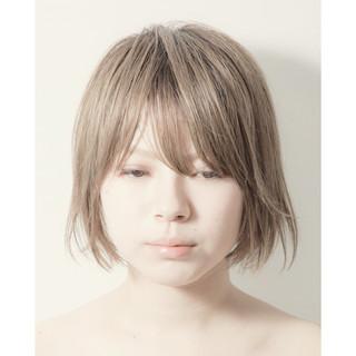 ショートボブ ミニボブ 切りっぱなしボブ ミルクティー ヘアスタイルや髪型の写真・画像
