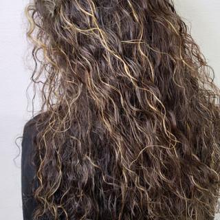 パーマ ロング 外国人風 ストリート ヘアスタイルや髪型の写真・画像 ヘアスタイルや髪型の写真・画像