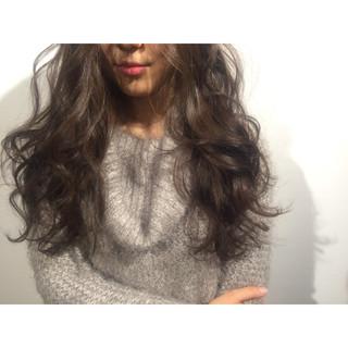 外国人風 黒髪 ゆるふわ ストリート ヘアスタイルや髪型の写真・画像