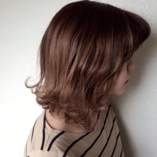 冬 ボブ ガーリー アッシュベージュ ヘアスタイルや髪型の写真・画像
