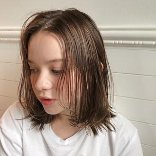 ハイライト オフィス ミディアム デート ヘアスタイルや髪型の写真・画像