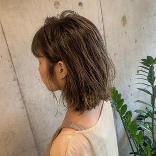 ボブ 濡れ髪スタイル フェミニン コテ巻き ヘアスタイルや髪型の写真・画像