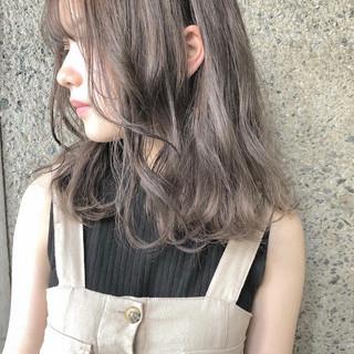 外国人風カラー ナチュラル ミディアム グレージュ ヘアスタイルや髪型の写真・画像