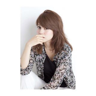 外国人風 アッシュ セミロング くせ毛風 ヘアスタイルや髪型の写真・画像