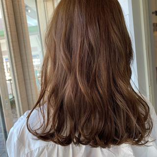 セミロング ブラウンベージュ ナチュラルベージュ シアーベージュ ヘアスタイルや髪型の写真・画像