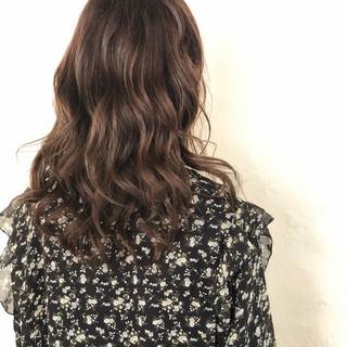 ロング アッシュグレー オフィス アッシュ ヘアスタイルや髪型の写真・画像