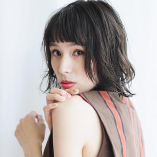 アンニュイほつれヘア デート オフィス 外国人風 ヘアスタイルや髪型の写真・画像 ヘアスタイルや髪型の写真・画像