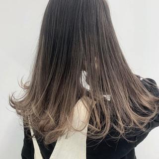 グラデーションカラー ミルクティーベージュ オフィス ロング ヘアスタイルや髪型の写真・画像