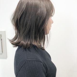ナチュラル 切りっぱなしボブ グレージュ ロブ ヘアスタイルや髪型の写真・画像