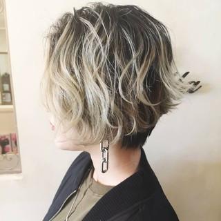 ダブルカラー ショート ショートヘア ストリート ヘアスタイルや髪型の写真・画像