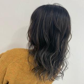 コテ巻き ホワイトカラー ナチュラル ブリーチ ヘアスタイルや髪型の写真・画像